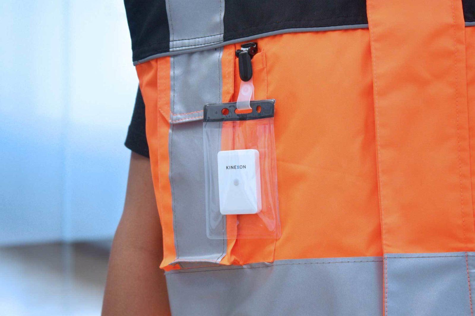 KINEXON Industries Safe Tag Clip Safety Vest IMG 4311 edited Website