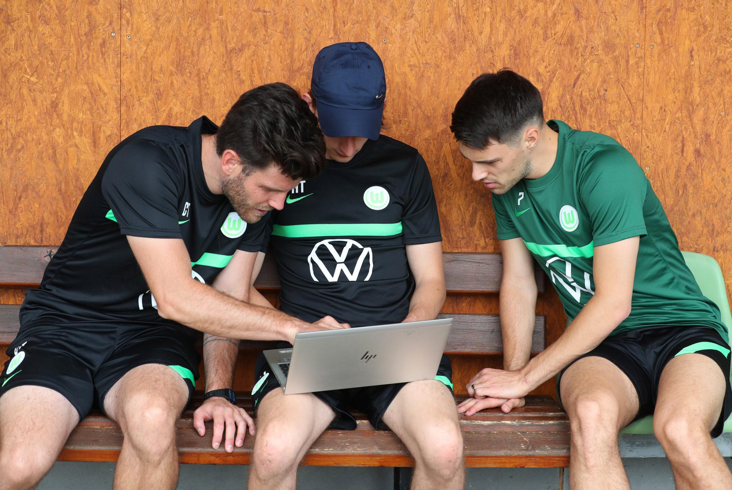 VfL Wolfsburg Athletic Coach Christoph Tebel and Sports Scientist Noah Tegatz analyzing KINEXON live data