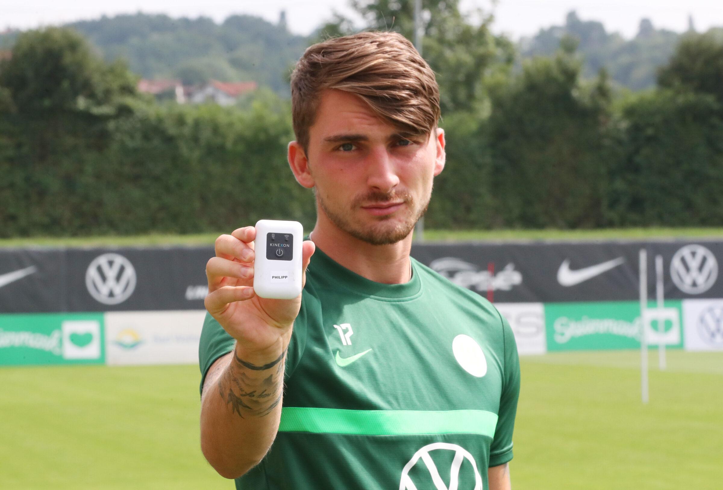 Maximilian Philipp from VfL Wolfsburg showing KINEXON sensor