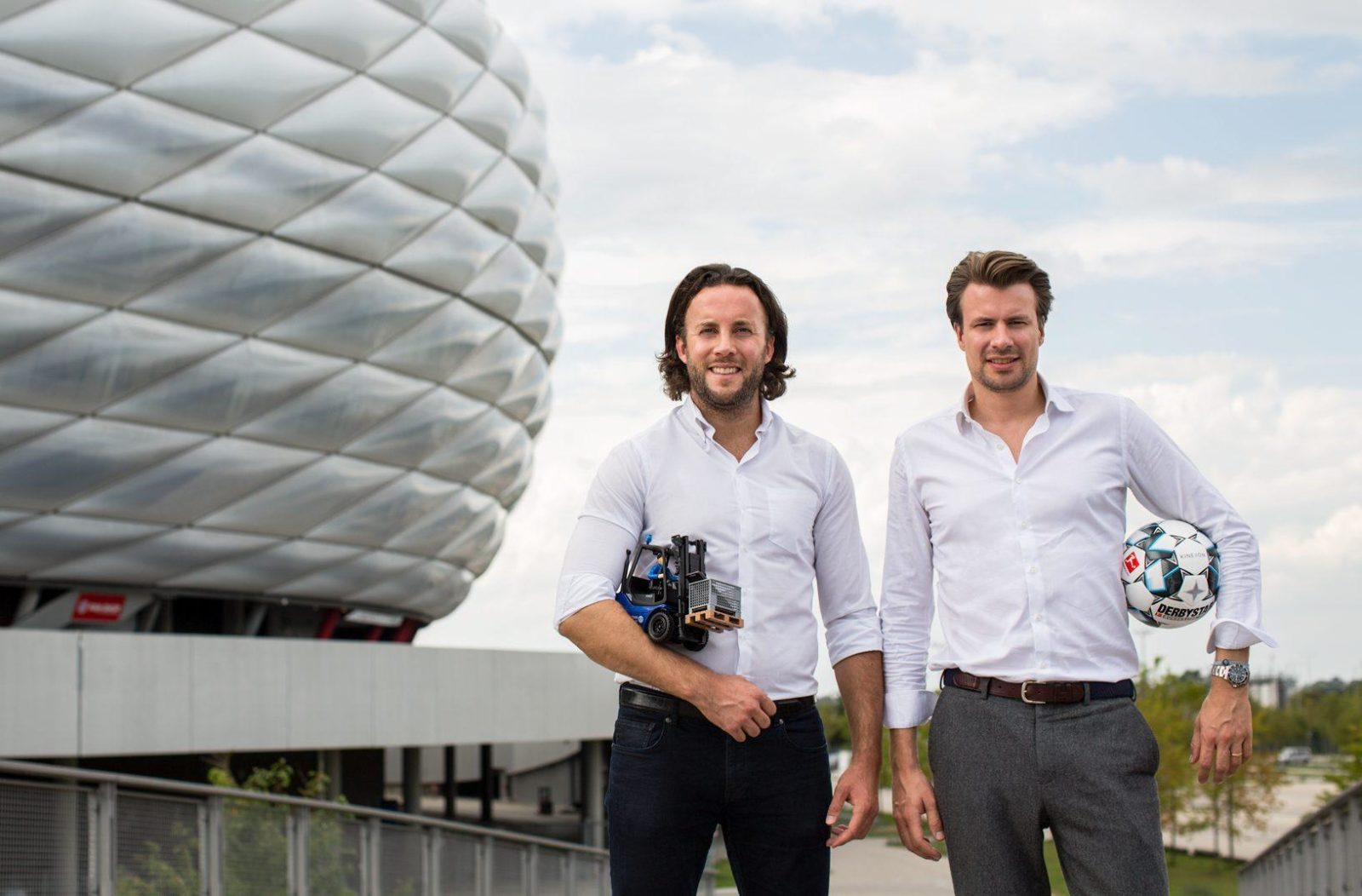 Alexander Hüettenbrink and Oliver Trinchera in front of the Allianz Arena in Munich