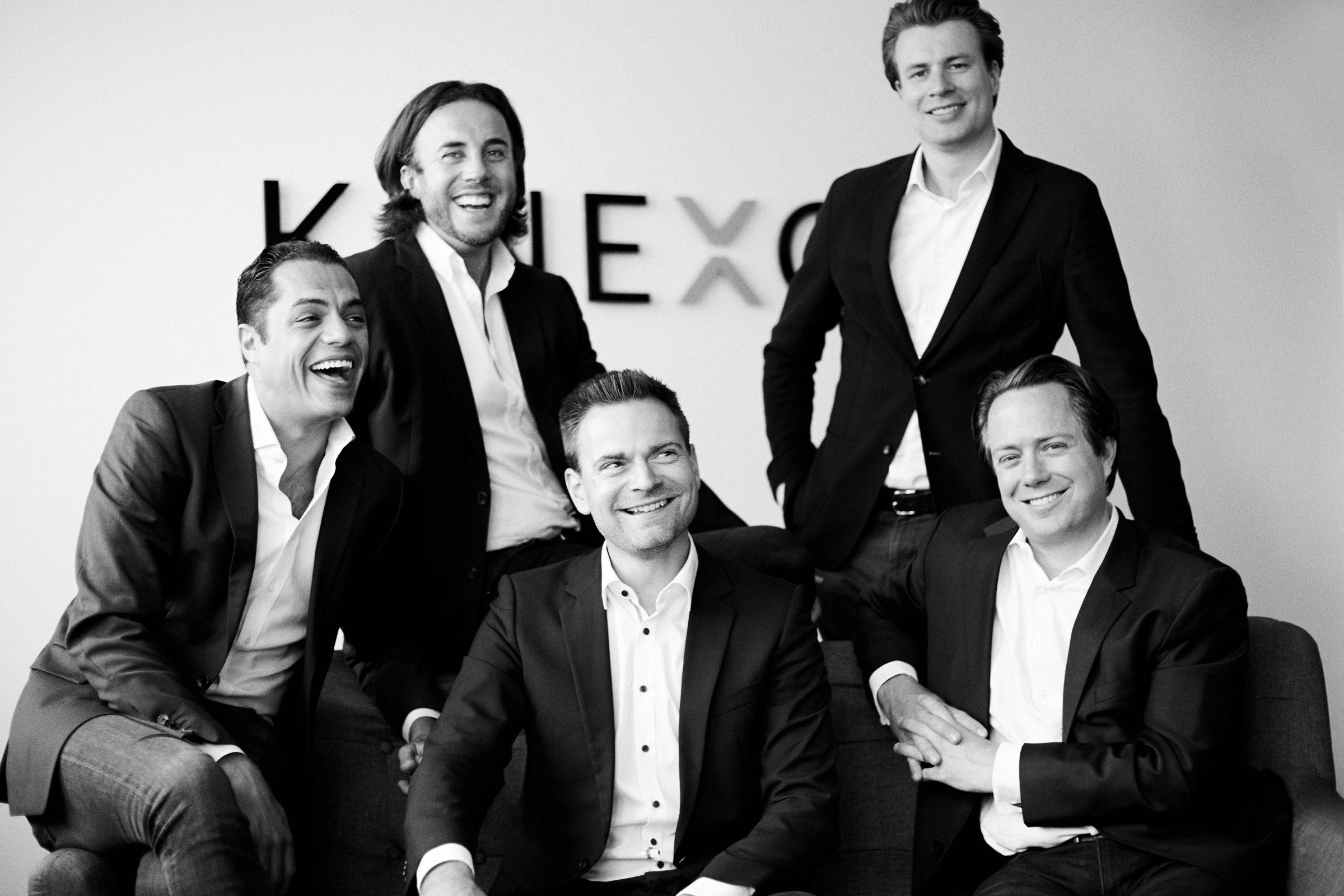 KINEXON-Geschäftsführer Business Black and White
