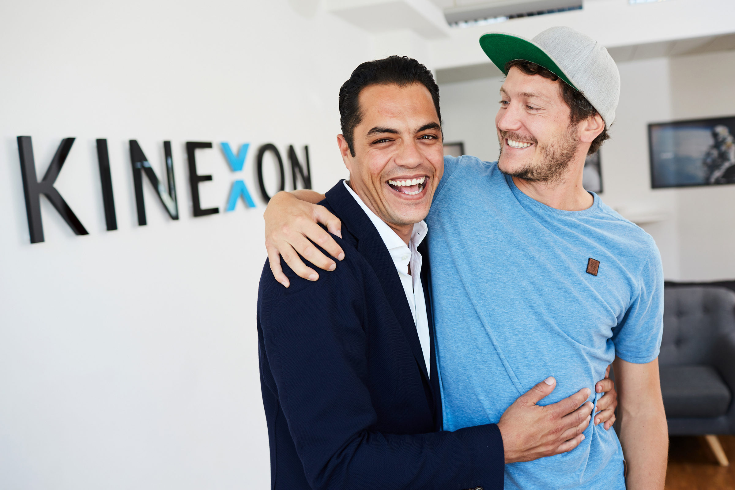 Mehdi Bentanfous and Patrick Emde in front of the KINEXON wall